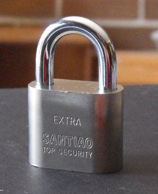 Ex2_crosshatch_padlock